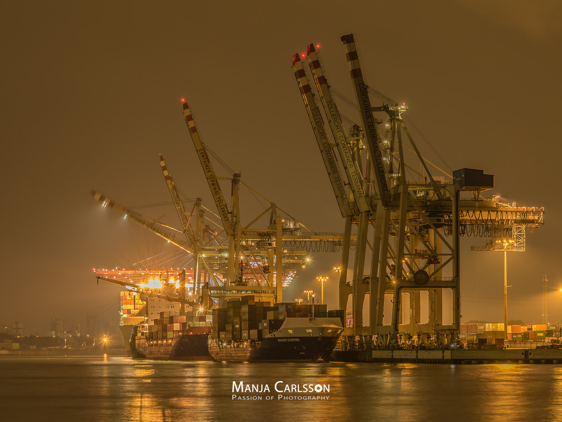 Container Terminal Tollerort (f/8, ISO 100, 10 Sek., 100mm)