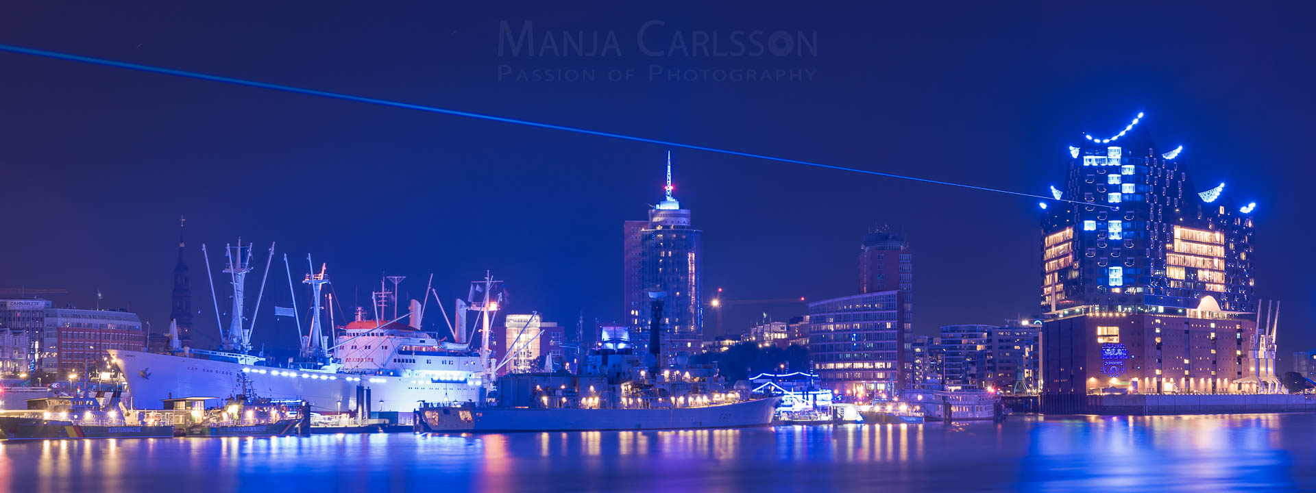 Blue Port 2017 - Elbphilharmonie mit DESY Laserstrahl ueber Cap