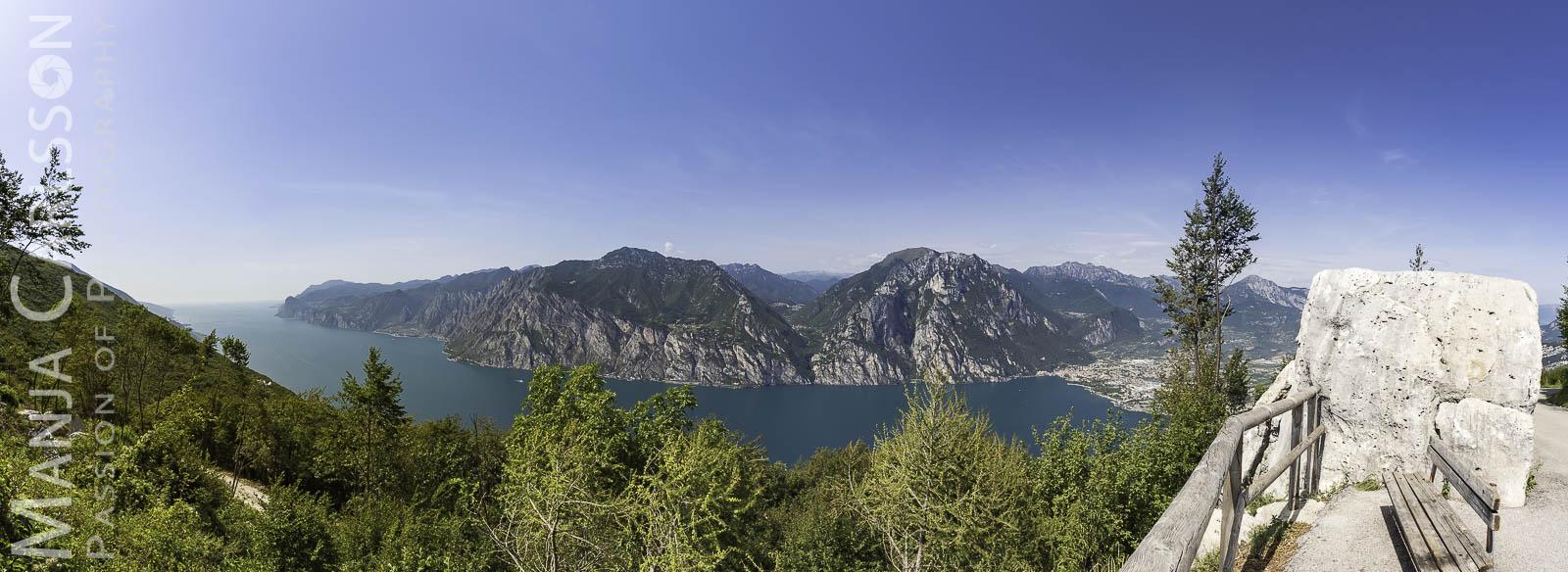 Panorama-Blick auf den Gardasee vom Monte Baldo (aus 16 HK-Fotos)