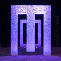 Puerta sin puerta (Kan Yasuda) in Garachico – lila Licht in Frontansicht