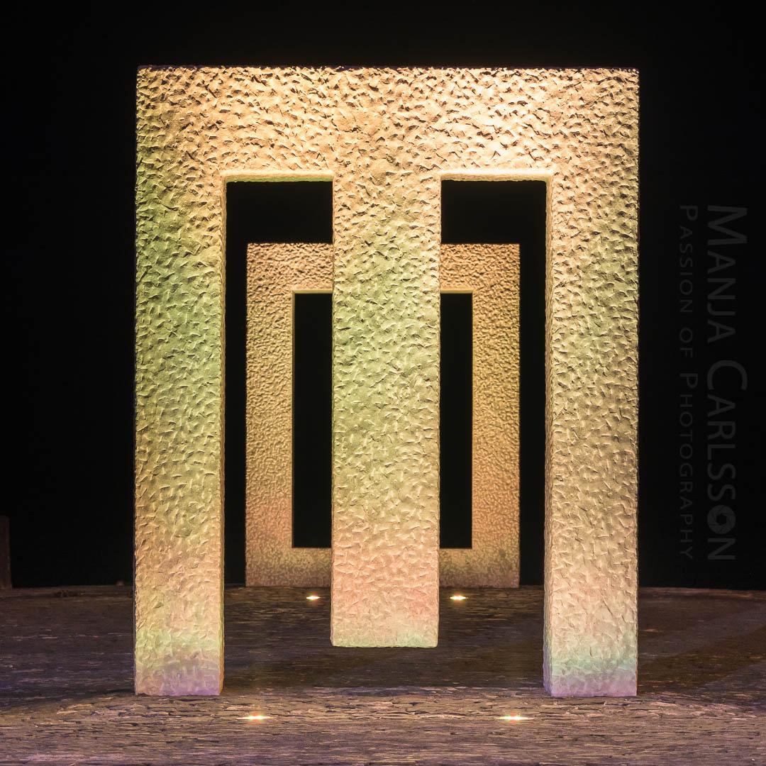 Puerta sin puerta (Kan Yasuda) in Garachico - ocker Licht in Frontansicht