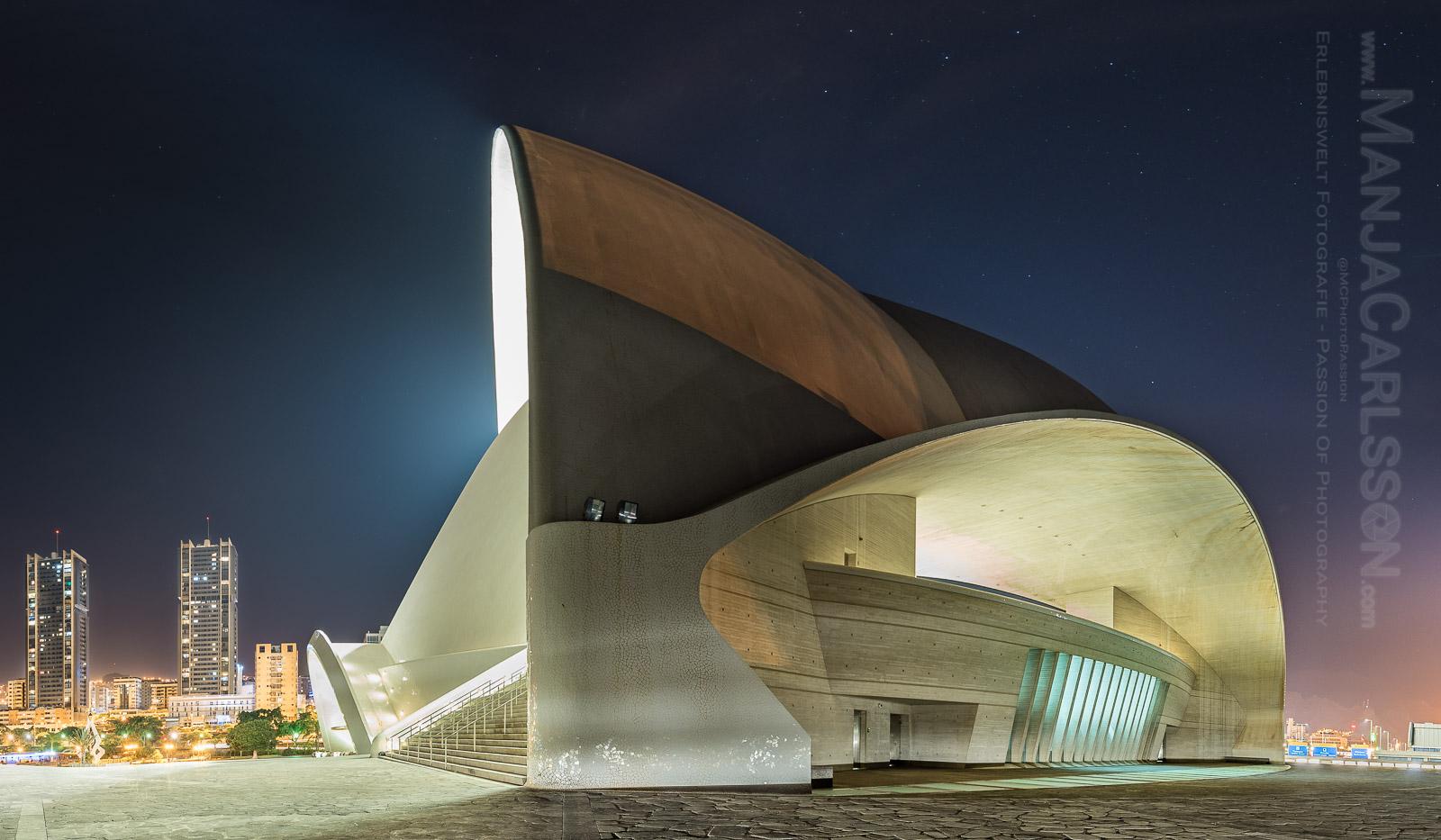 Auditorium Santa Cruz / Tenerife (Panorama) mit Blick auf die Stadt -