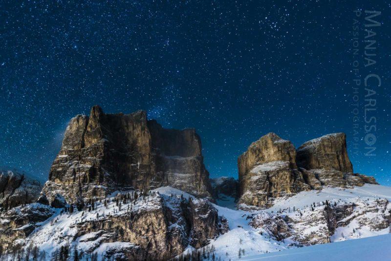 Dolomiten Sternenhimmel - Blick auf die Sella - Grödner Joch - f/2.0 | ISO 800 | 15 Sek | 20mm