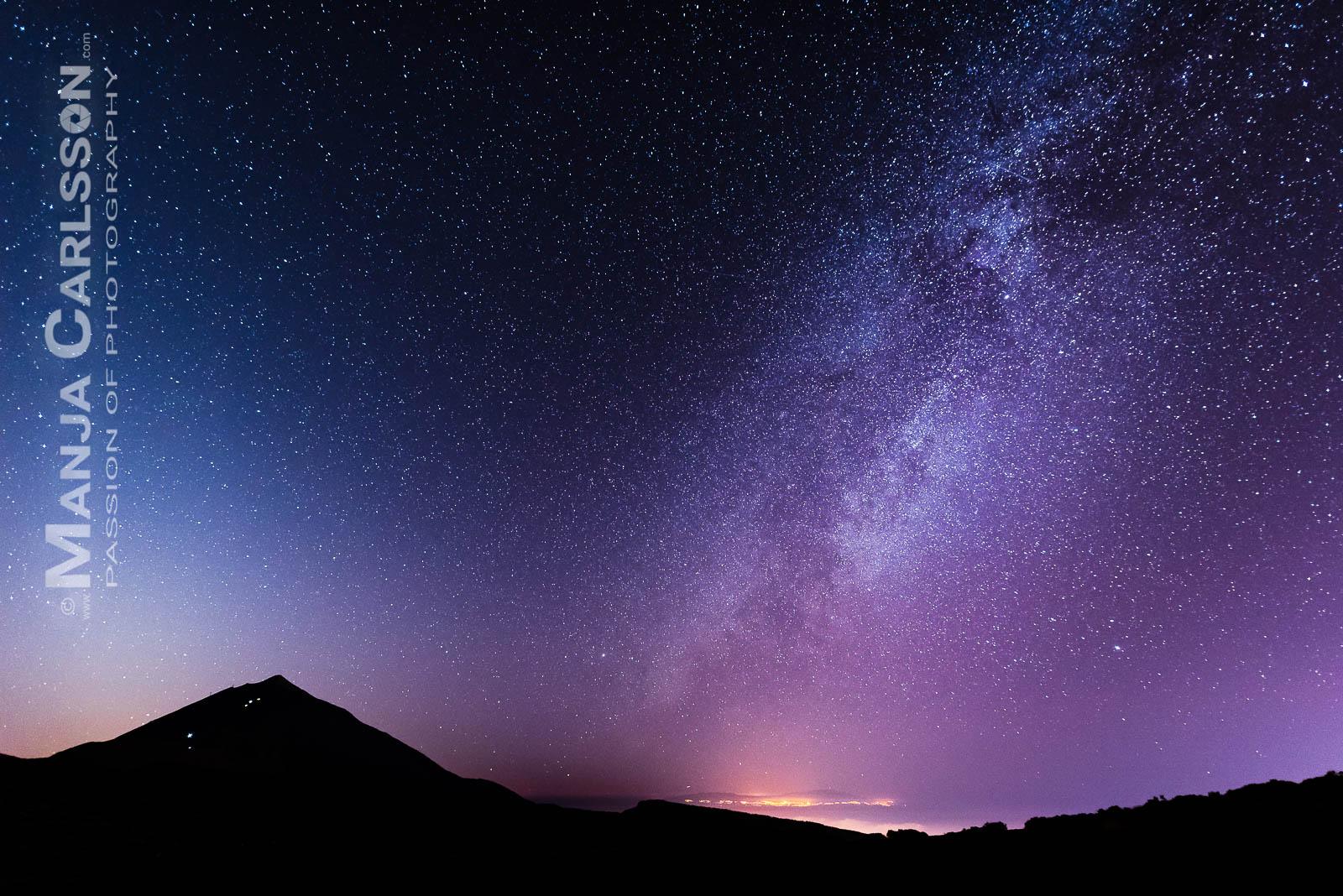 Milchstraße kurz nach Sonnenuntergang mit Blick auf Teide (Teneriffa) und Nachbarinsel La Palma